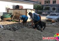 新兴街道组织志愿者清理社区卫生死角 整洁社区环境