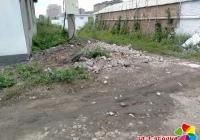 小营镇仁坪村 清理乱堆乱放 营造美丽家园