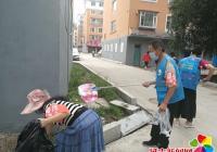延春社区老协志愿者清理辖区环境卫生 助力创城