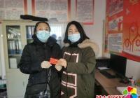 长海社区爱心传递为低保家庭孩子发放购书卡