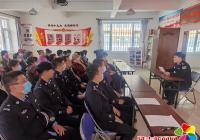 延春社区联合市公安局环侦大队开展关爱老人进社区活动