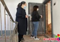 民旺社区协助居民解决楼道 垃圾