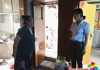 河南街道纪工委书记到春光社区开展老人节慰问独居老人活动