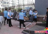 清理垃圾杂物 营造整洁环境