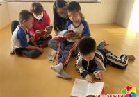 """丹明社区开展 """"品读红色经典,弘扬红色精神""""亲子阅读活动"""